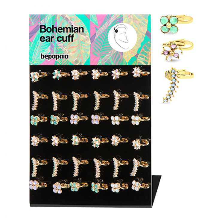Cartilage earring with flower shapes